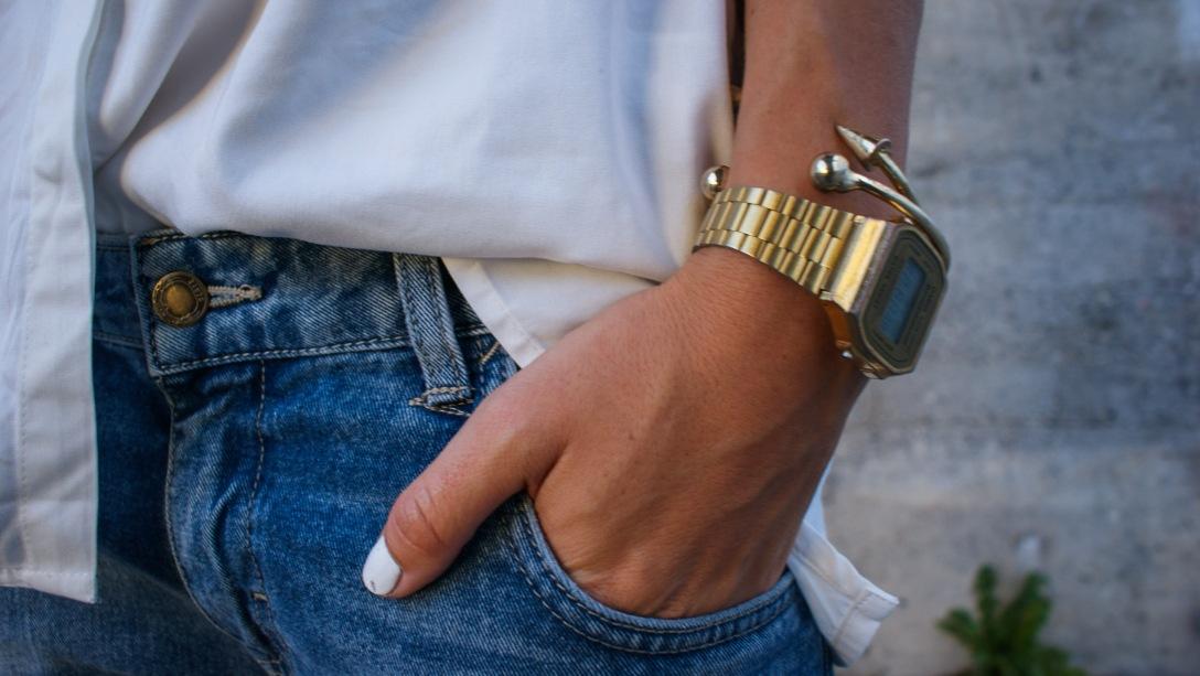 casual look zara ripped denim gold sneaker